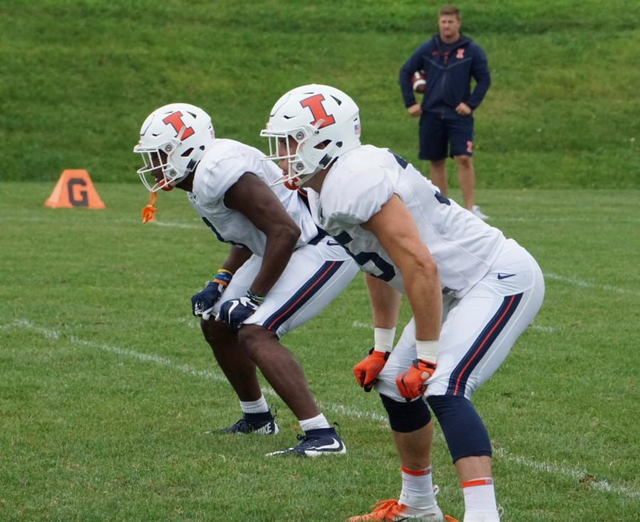 Linebackers+Jake+Hansen+%28right%29+and+Del%27Shawn+Phillips+%28left%29+line+up+on+defense+at+Illinois+football+training+camp+on+Wednesday.+Phillips+and+Hansen+will+take+on+a+larger+workload+this+upcoming+season+as+the+team+is+low+on+players+at+the+position.