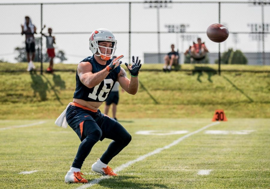 Wide+receiver+Mike+Dudek+gets+set+to+catch+the+football+at+Illinois+football+training+camp+on+Friday.+Dudek+looks+to+be+a+leader+for+the+younger+receivers+and+build+a+relationship+with+the+new+quarterbacks.