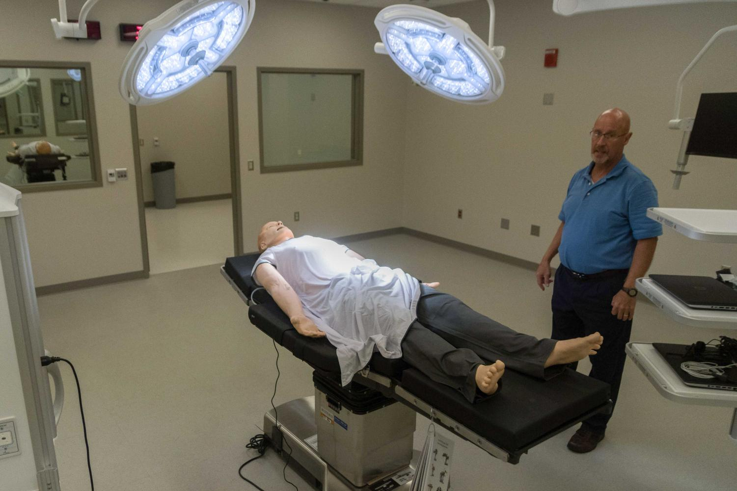 The Jump Simulation Center of cially opened its doors to students on campus on July 27. The center offers medical students realistic settings and equipment to help them get used to working in a hospital environment.