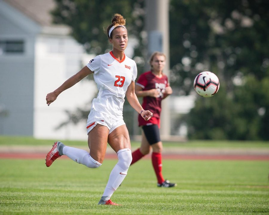 Illinois+midfielder+Arianna+Veland+passes+the+ball+during+the+game+against+Northern+Illinois+at%0Athe+Illinois+Soccer+Stadium+on+Aug.+26.+The+Illini+won+8-0.+