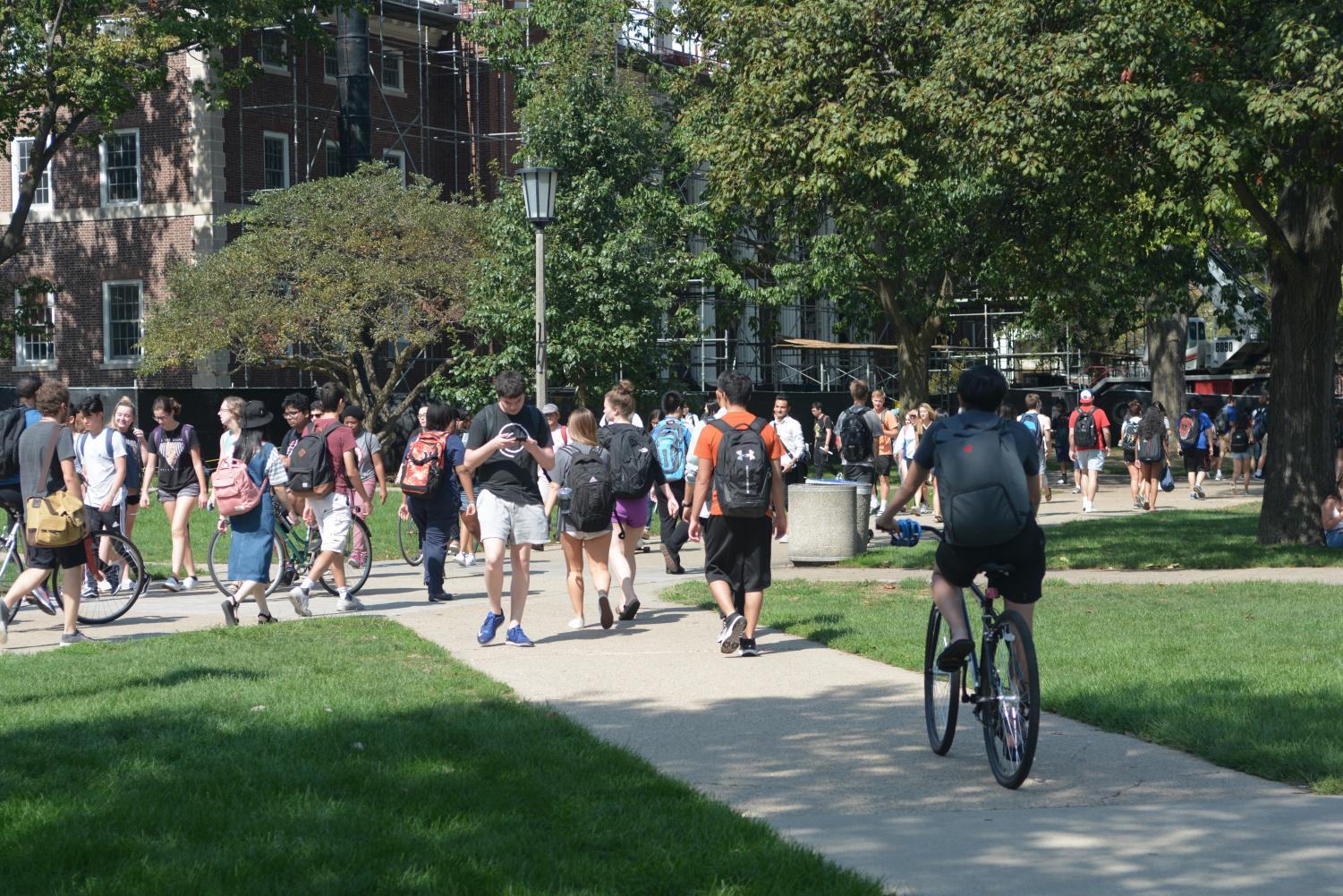 Students walk to and from class on the Main Quad in Urbana, Illinois.