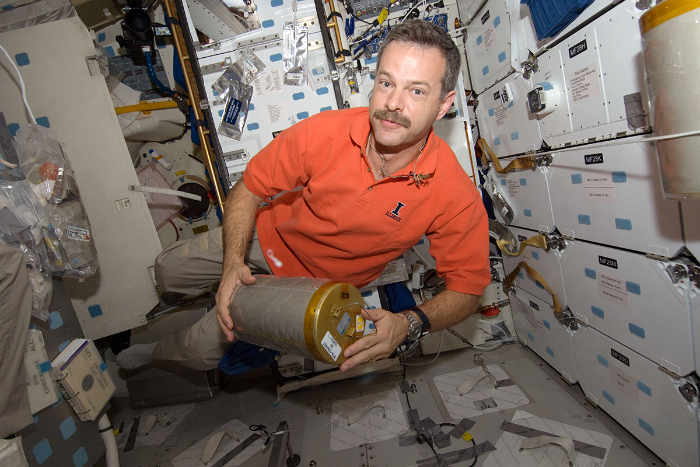 Scott+Altman+served+as+a+NASA+astronaut+for+15+years%2C+sporting+an+Illinois+polo+shirt+on+a+mission+to+the+Hubble+Space+Telescope.