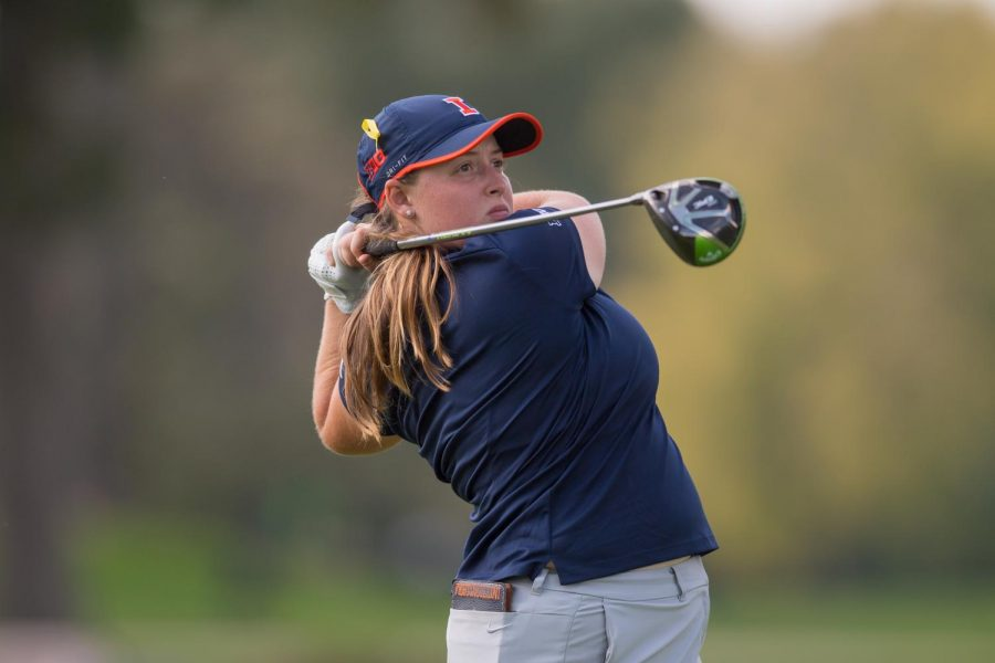 Junior+Trystin+Nowlin+watches+her+drive+at+the+Illinois+Women%E2%80%99s+Invite+in+Medinah%2C+Illinois%2C+on%0AOct.+8.+Nowlin+helped+pace+the+Illini+to+a+record-breaking+performance+in+their+last+meet.