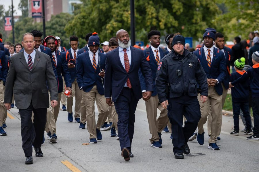 Illinois+head+coach+Lovie+Smith+walks+with+his+team+down+First+Street+before+the+game+against+Purdue+at+Memorial+Stadium+on+Oct.+13.+Georgia+tight+end+Luke+Ford+has+announced+he+is+transferring+to+Illinois+due+to+familial+reasons.