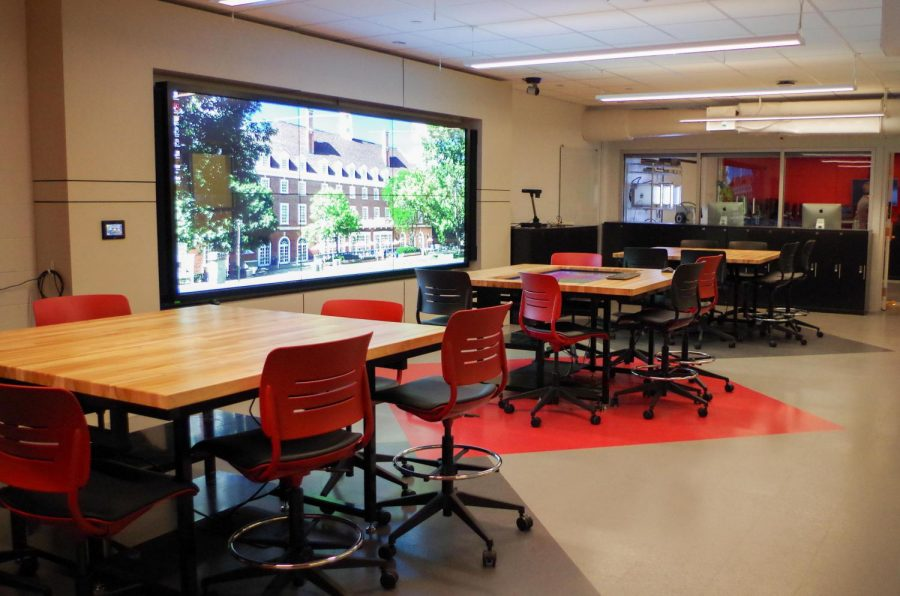 CITL Innovation Spaces hosts its virtual reality workshop in 173 Armory Building. Staff aims to acquaint students with up-and-coming technology by making tools such as virtual reality headsets available.