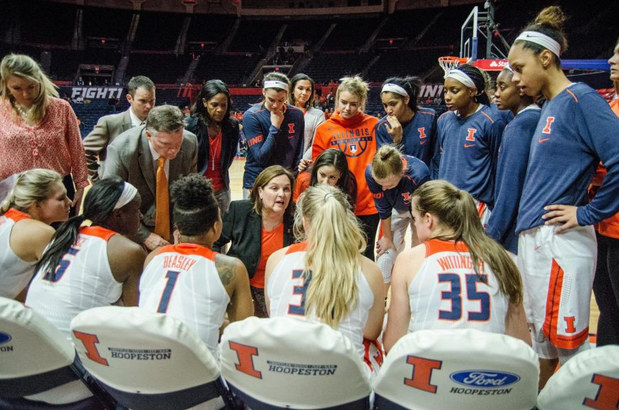 Head+coach+Nancy+Fahey+talks+with+her+team+before+the+start+of+Illinois%27+game+against+Michigan+State+on+Jan.+16.+Illinois+fell+to+Michigan+State+67-55.+The+Illini+look+to+build+off+a+season+where+they+finished+at+the+bottom+of+the+Big+Ten.+