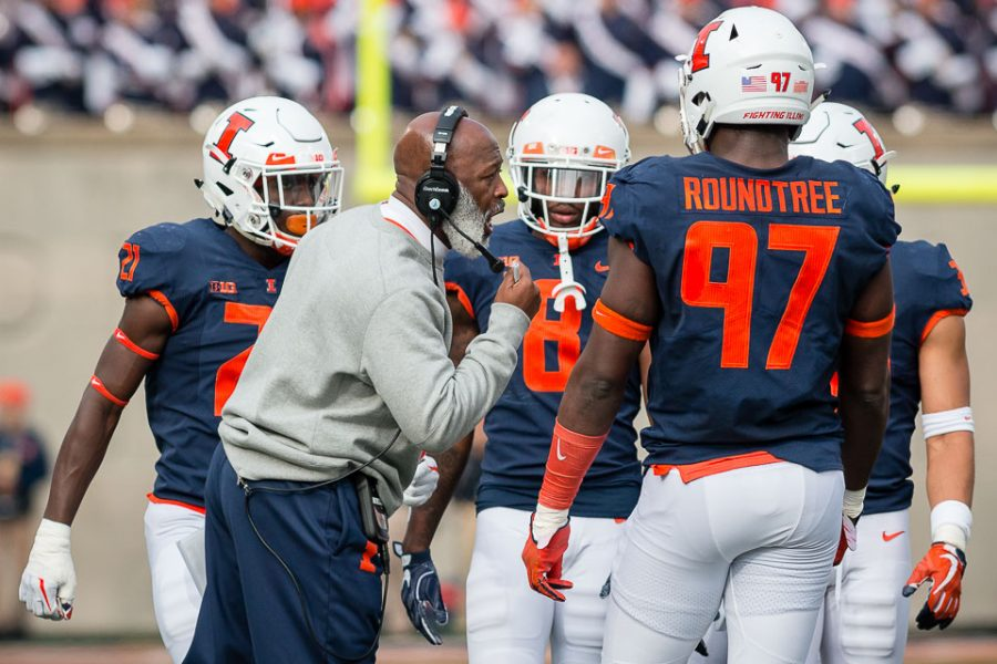 Illinois+head+coach%2C+Lovie+Smith%2C+talks+to+his+team+during+the+game+against+Minnesota+at+Memorial+Stadium+on+Nov.+3.+The+program+announced+Friday+it+had+recruited+University+of+Miami+wide+receiver%2C+Jeff+Thomas%2C+for+the+2019+season.