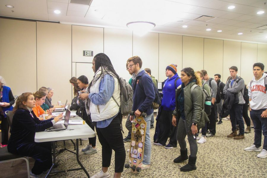 Students+lined+up+at+Ikenberry+Hall+to+vote+on+election+day.+
