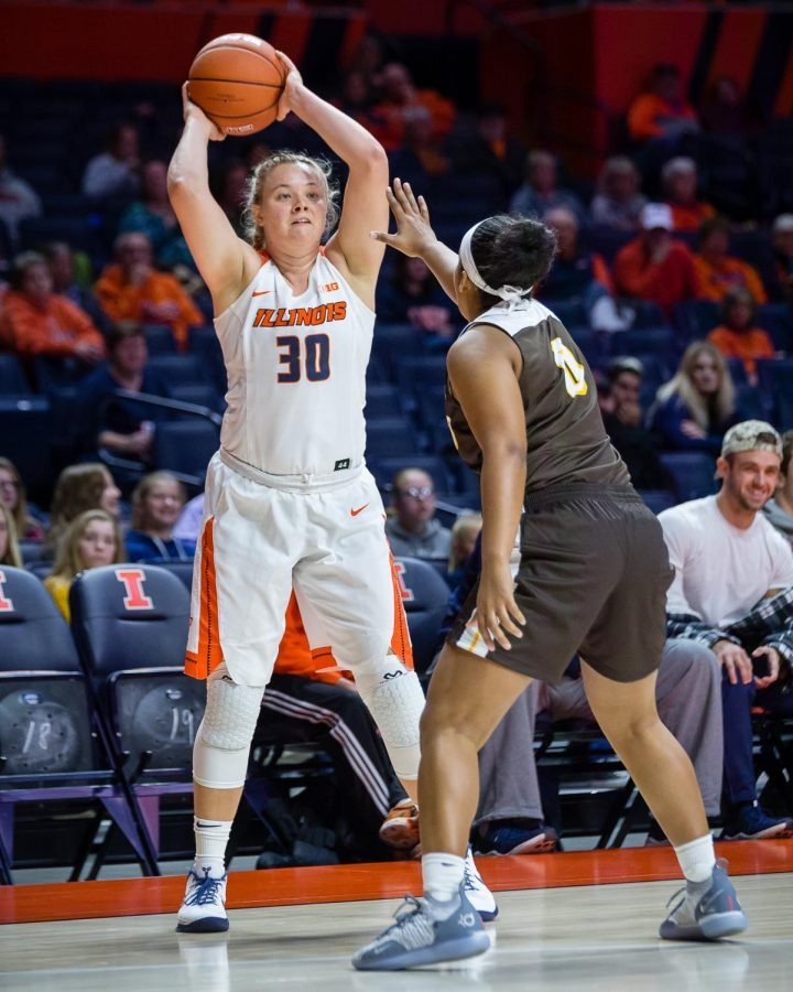 Illinois+guard+Courtney+Joens+looks+to+pass+the+ball+during+the+game+against+Valparaiso+at+State+Farm+Center+on+Nov.+14.+The+Illini+won+73-54.