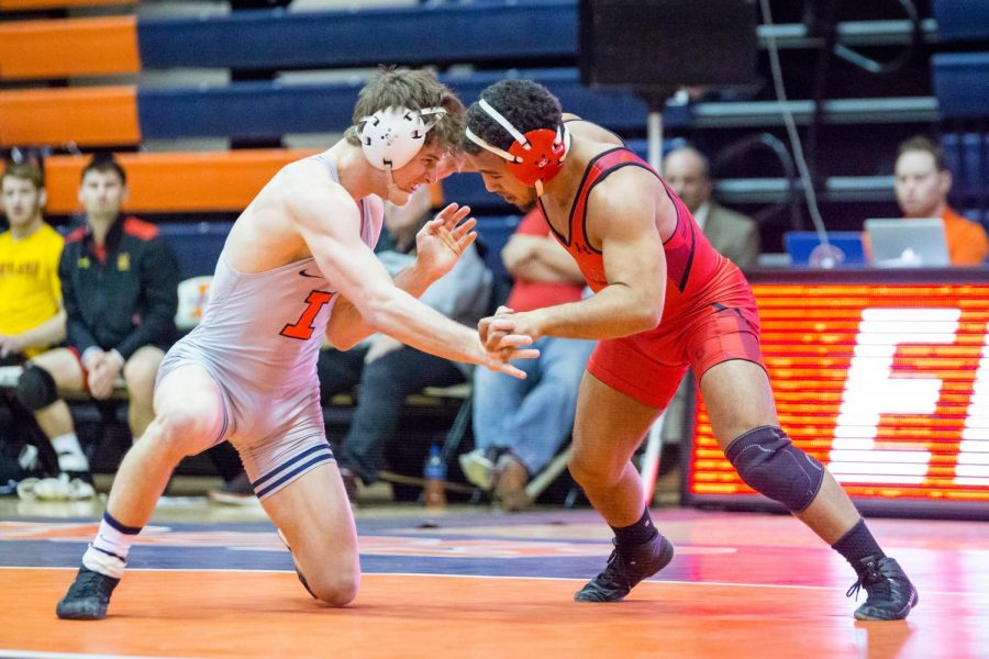 Illinois%E2%80%99+Eric+Barone+wrestles+with+Maryland%E2%80%99s+Alfred+Bannister+in+the+149-pound+weight+class+during+a+meet+at+Huff+Hall+on+Jan.+28.+The+Illini+won+25-18.