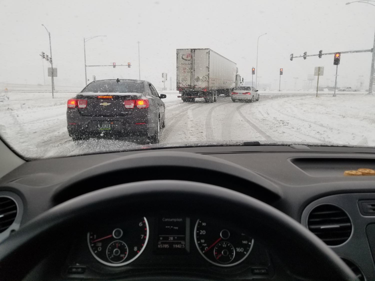 Cars drive along snow-covered roads during the snowstorm that battered the Midwest this past weekend. Columnist Noah writes that while snow in the Midwest is nothing new, some people still tend to jump at the first sign of potentially bad weather.