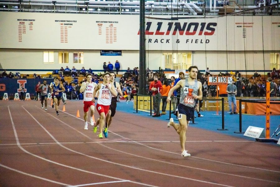 UIUC+student+Jonathan+Davis+gets+first+place+at+Men+800+meter+run+with+a+time+of+1%3A52%3A17.