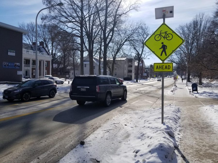 New pedestrian signs with flashing lights are installed on Lincoln Avenue to ensure traffic safety in areas with high levels of pedestrian activity.