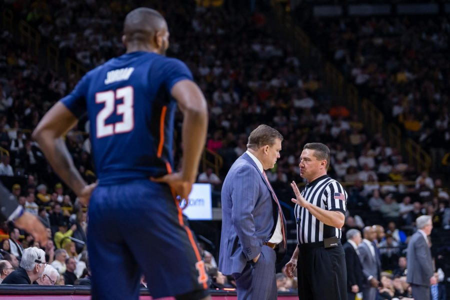 Illinois+head+coach+Brad+Underwood+talks+to+the+official+after+guard+Aaron+Jordan+%2823%29+was+whistled+for+his+fifth+foul+during+the+game+against+Iowa+at+Carver+Hawkeye+Arena+on+Sunday.+The+Illini+lost+95-71.
