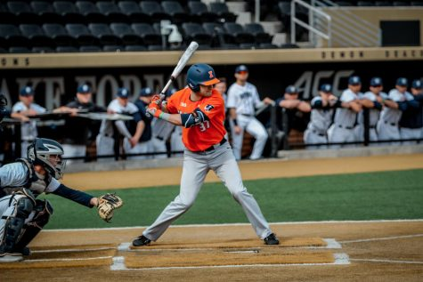 Illinois sweeps opening weekend in North Carolina