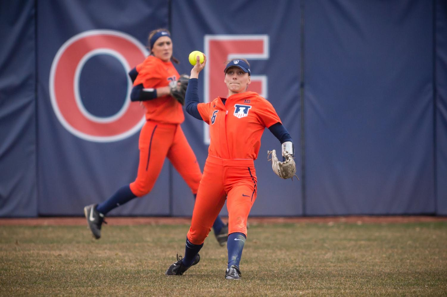 Illinois outfielder Kiana Sherlund (6) throws the ball in from center field during the game against Northwestern at Eichelberger Field on Wednesday, Mar. 28, 2018.
