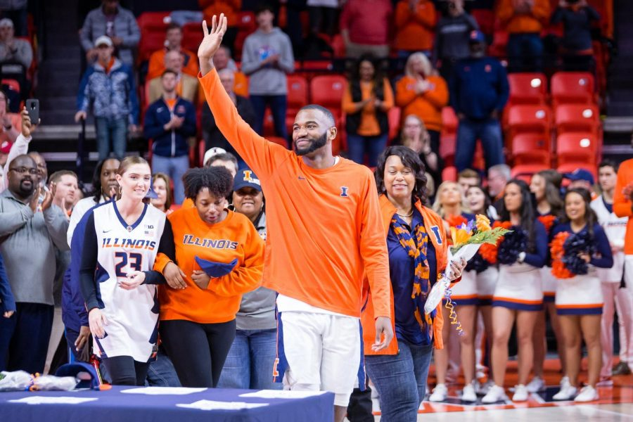 Illinois+senior+Aaron+Jordan+waves+to+the+crowd+as+he+is+recognized+before+the+game+against+Indiana+at+the+State+Farm+Center+on+Thursday.+The+Illini+lost+92-74.