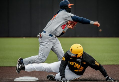 Hawkeyes sweep Illini in tough defeat