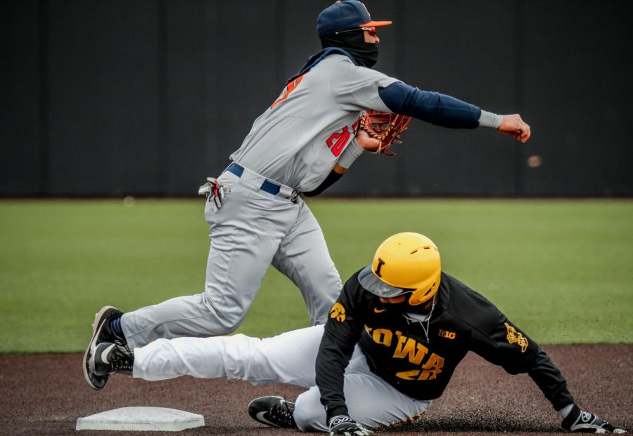 Freshman+Brandon+Comia+throws+the+ball+after+tagging+an+Iowa+runner.+The+Illini%E2%80%99s+game+agains+the+Hawkeyes+took+place+on+Friday+in+Iowa+City%2C+Iowa.+