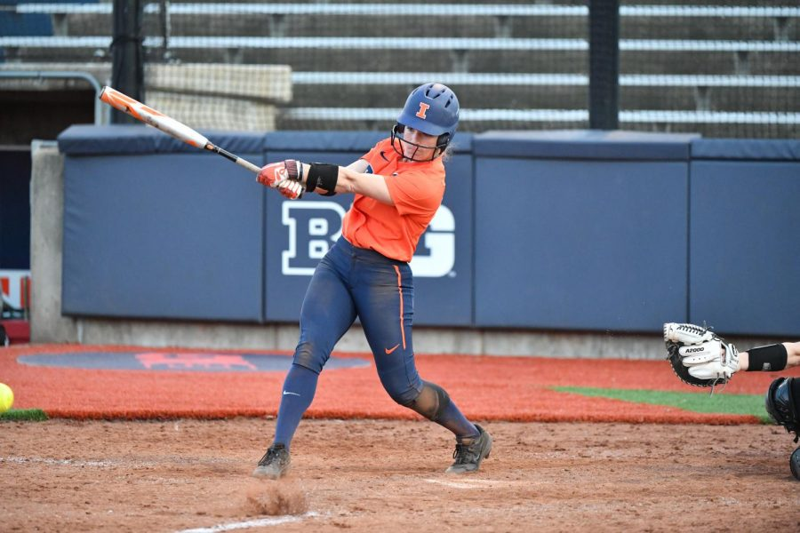 Senior+Annie+Fleming+swings+at+a+pitch+during+Illinois%E2%80%99+three-game+home+series+against+Wisconsin+last+weekend+at+Eichelberger+Field.+The+Illini+are+on+a+three-game+win+streak+after+beating+Eastern+Illinois+University+at+home+Tuesday+night%2C+8-7.