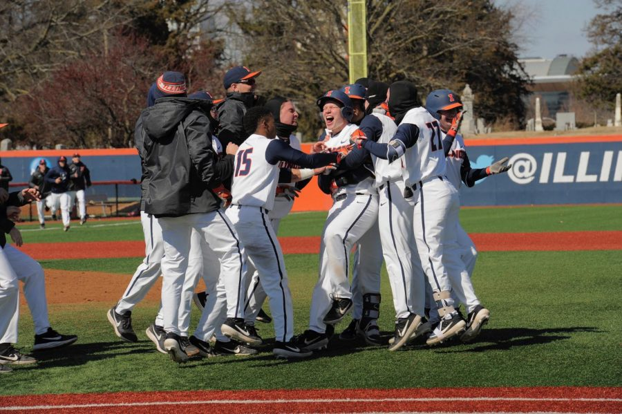 The+Illini+celebrate+their+3-0+victory+over+Southern+Illinois+at+Illinois+Field+on+Sunday.+The+team%27s+current+13-3+record+is+the+best+16-game+season+start+since+1989.