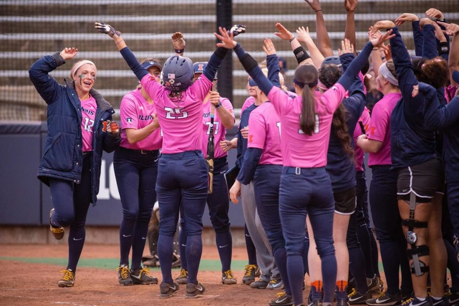 Softball returns to Champaign after 4-1 weekend in California