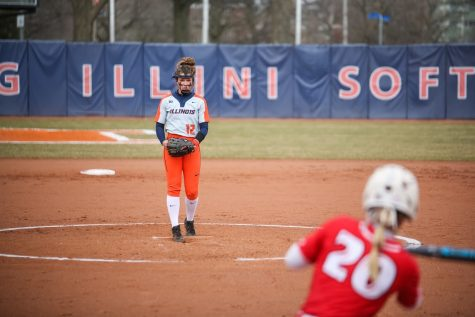 Illini run-rule Sulkis during mid-week matchup