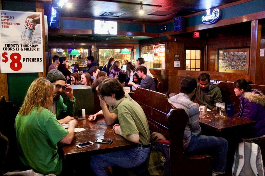 Students+attend+trivia+night+at+Murphy%E2%80%99s+Pub+Sunday+night+from+10+p.m.-+midnight.+The+fun+atmosphere+of+trivia+nights+bring+the+Champaign-Urbana+community+together.