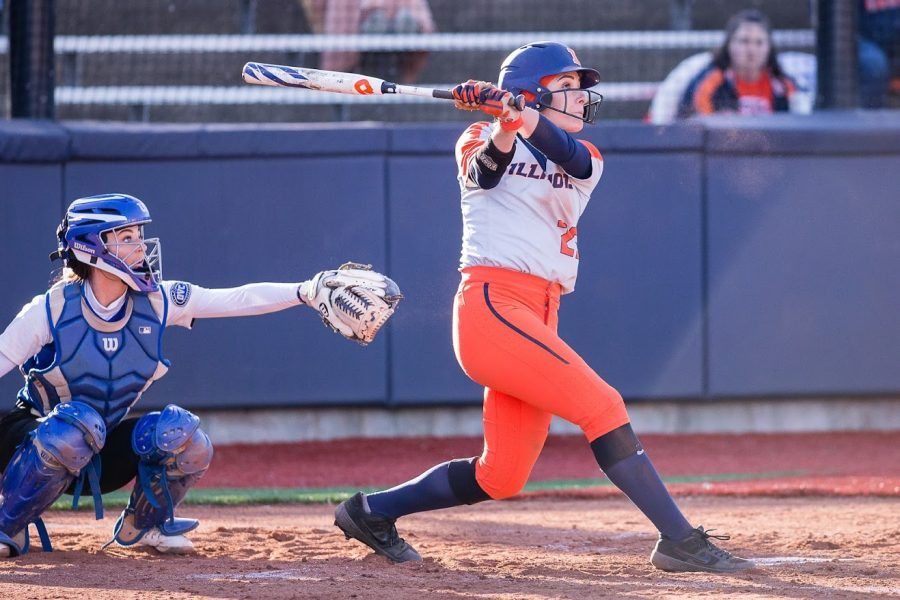 Illinois+left+fielder+Carly+Thomas+%2825%29+hits+the+ball+during+the+game+against+Eastern+Illinois+at+Eichelberger+Field+on+March+26.+The+Illini+won+8-7+in+8+innings.