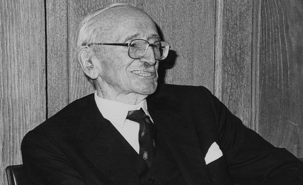 Professor of Economic Science at LSE 1931-1950, won Nobel prize for Economic Sciences in 1974.
