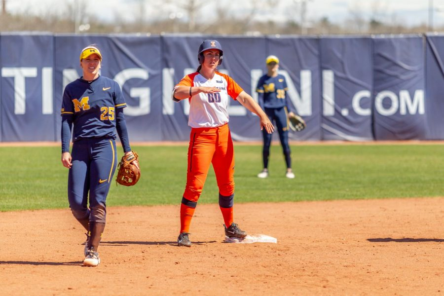 Veronica+Ruelius+stands+at+second+base+during+a+game+against+Michigan+at+Eichelberger+Field+on+April+20.+The+Illini+lost+8-9.