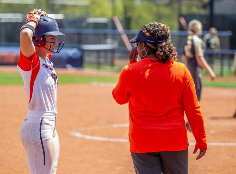 Illinois softball wins two of three at Nebraska