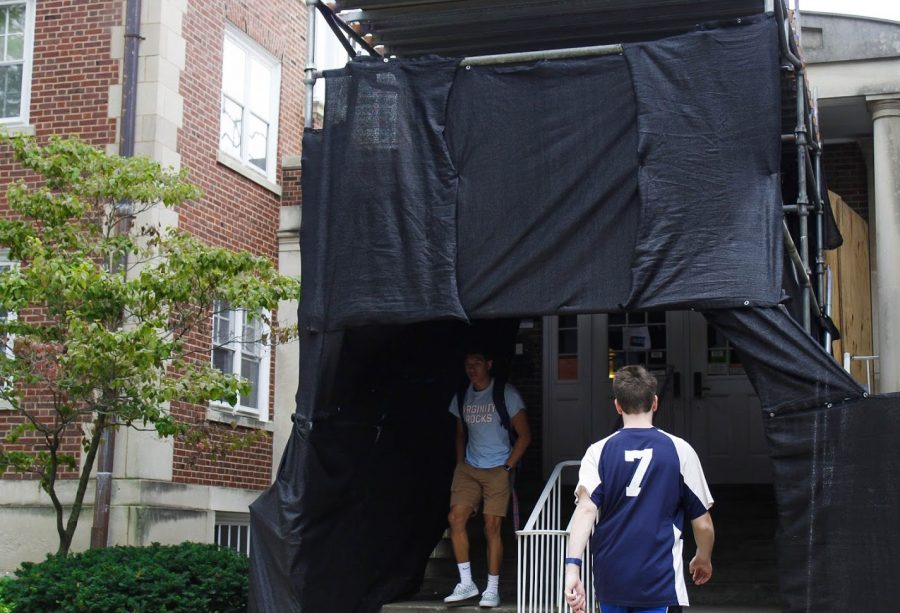 Male+students+enter+and+exit+the+Evans+side+of+Busey-Evans+Halld+on+Friday.+This+is+the+first+semester+where+Evans+Residence+Hall+will+be+all-male.