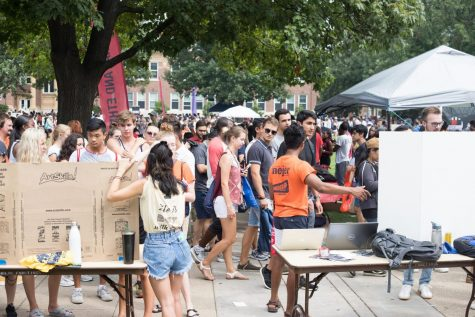Students walking past registered student oganization displays on Quad Day on Aug. 26. While Quad Day is a popular way for students to find clubs and organizations suited to their interests, it is by no means the only way to get involved.