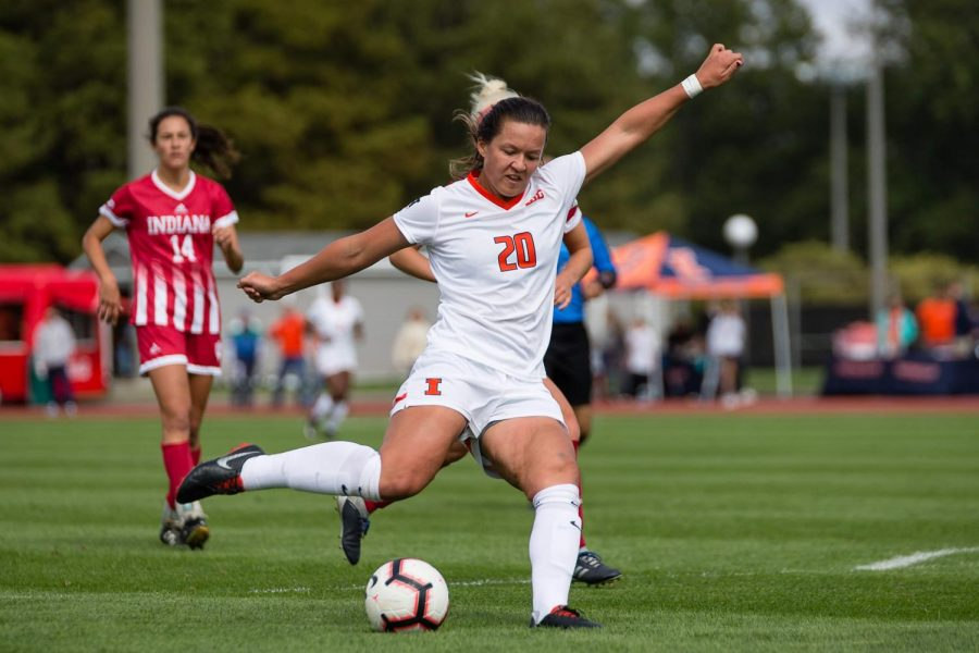 Sophomore+forward+Makena+Silber+shoots+the+ball+during+Illinois%E2%80%99+game+against+Indiana+at+the+Illinois+Soccer+Stadium+on+Oct.+14%2C+2018.+Silber+began+playing+soccer+at+age+4+and+comes+from+an+athletic+background.+