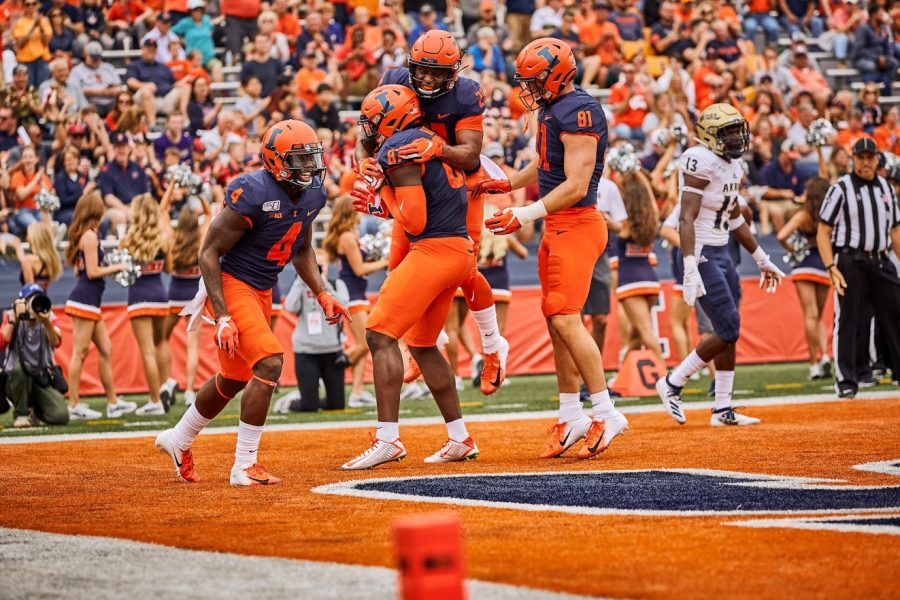 Illinois+tight+end+Daniel+Barker+%2887%29+celebrates+with+teammates+after+scoring+a+touchdown+against+Akron+on+Aug.+31.+The+Illini+faced+Connecticut+on+Saturday.+The+Illini+won+31-23.