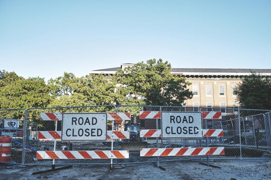 Road+closures+due+to+construction+on+Wright+and+Chalmers+have+been+blocking+off+sidewalks+near+the+main+quad.