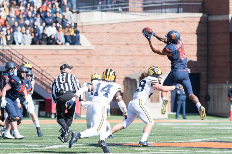 Illinois+tight+end+Justice+Williams+jumps+for+a+reception+during+the+game+against+Michigan+on+Saturday%2C+Oct.+12.++The+Illini+lost+25-42.