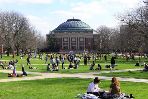 Crowds gather on the Main Quad to enjoy the weather. This took place during Mom's Weekend, on April 6.
