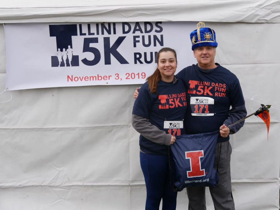 Jim+Jones+poses+with+his+daughter+at+the+Illini+Dads+5k+on+Sunday.