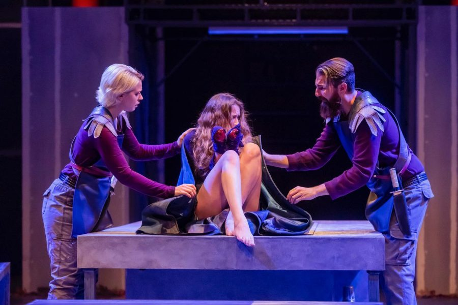 The+cast+of+the+Krannert+Center+for+the+Performing+Arts%E2%80%99+production+of+%E2%80%9CTitus+Andronicus%E2%80%9D+performs+in+their+opening+night+on+Oct.+24.+Illinois+Theatre+has+taken+strides+to+increase+inclusivity+in+theater+and+other+forms+of+multimedia+performance+by+placing+students+like+Andrew+Morrill%2C+graduate+student+in+FAA+who+was+deaf+from+birth%2C+at+the+forefront+of+performances.