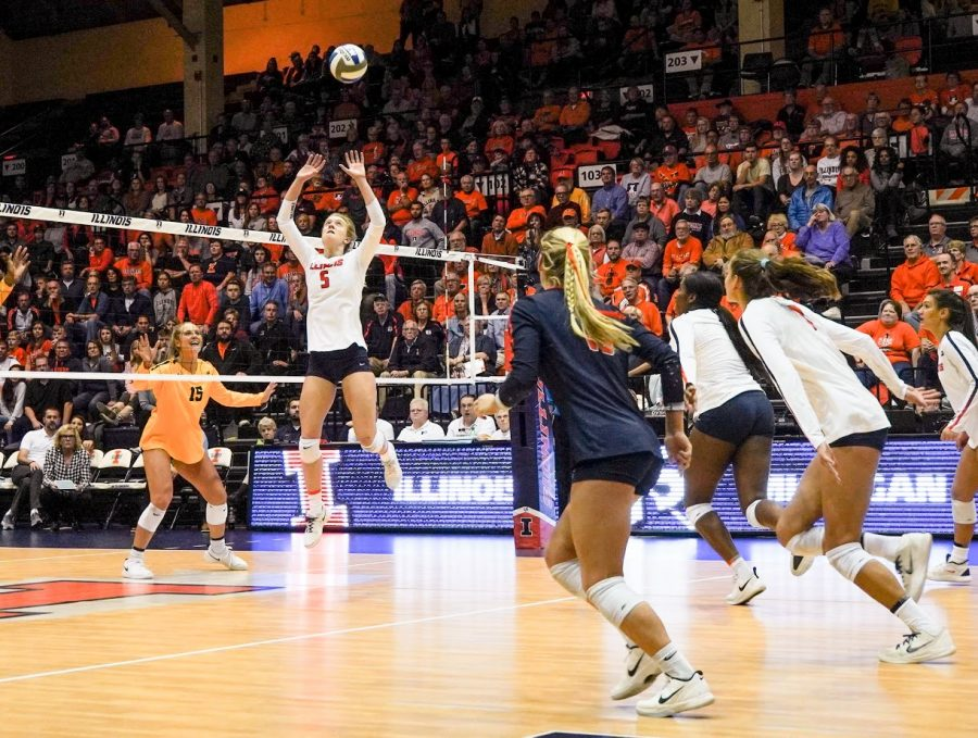 Diana+Brown+sets+the+ball+to+outside+hitter+Jacqueline+Quade+during+Illinois%E2%80%99+game+against+Michigan+at+Huff+Hall+on+Friday.+The+Illini+fell+to+the+Wolverines+in+four+sets.%0A