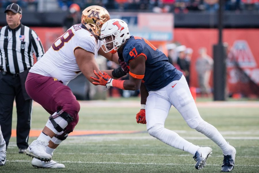 Illinois defensive lineman Bobby Roundtree tries to break through the line during the game against Minnesota at Memorial Stadium on Nov. 3, 2018.