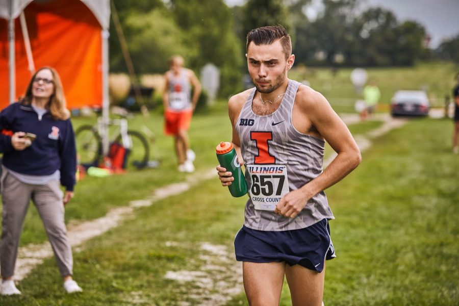 Zach+Dale+runs+at+the+UI+arboretum+for+the+Illini+Open+on+Aug.+30.+