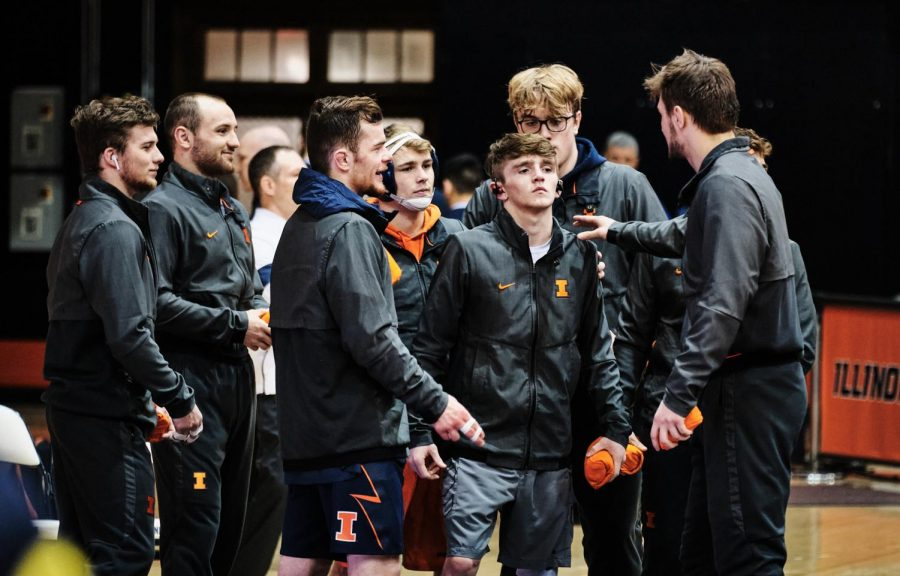 The+Illinois+Wrestling+team+cheer+for+Justin+Cardani+before+his+match+during+the+Illinois+vs.+Michigan+dual+on+Sunday.
