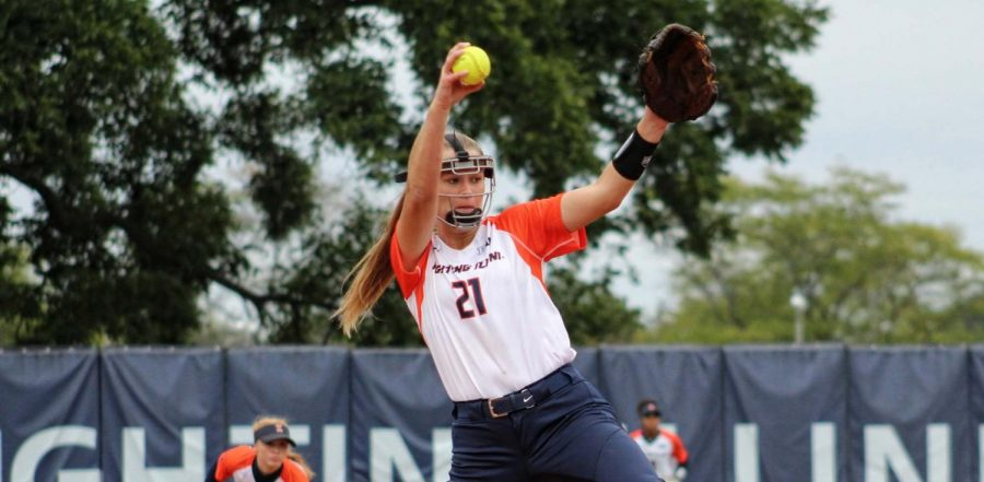 Sophomore+pitcher+Sydney+Sickels+pitches+at+Eichelberger+Field.+The+Illini+pitching+staff+helped+coin+a+4-0+start+to+the+season+last+weekend+in+Florida.++