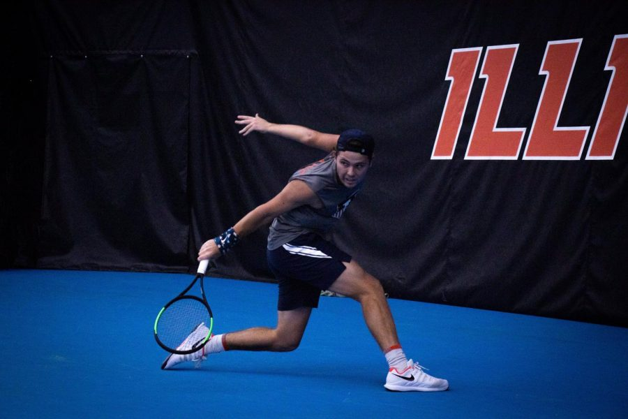 Senor+Aleks+Kovacevic+returns+in+a+match+against+Notre+Dame+at+the+Atkins+Tennis+Center+on+Saturday.+The+Illini+will+face+the+Baylor+Bears+at+home+on+Feb.+29.%0A
