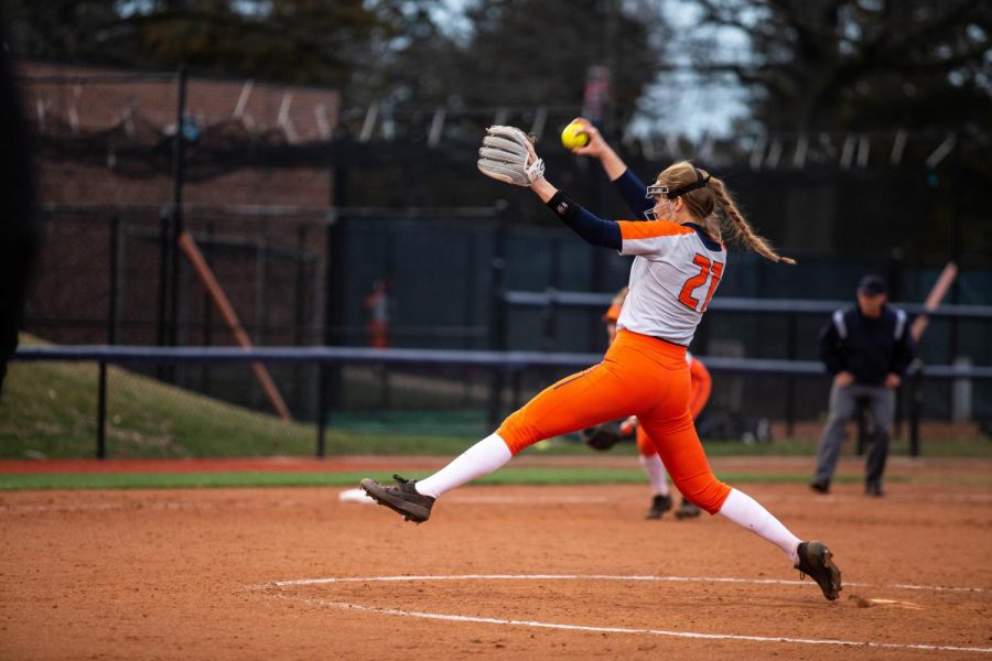 Sophomore+pitcher+Sydney+Sickles+pitches+during+Illinois%27+game+against+Illinois+State+at+Eichelberger+Field+on+April+3%2C+2019.+