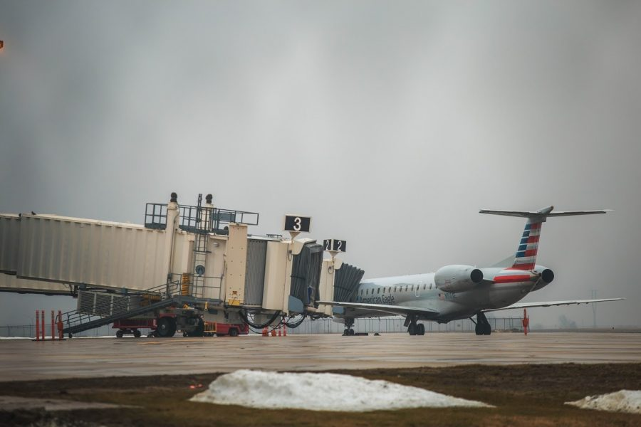 A+plane+boarding+passengers+at+Willard+Airport+in+Savoy+on+Feb.+4%2C+2019.