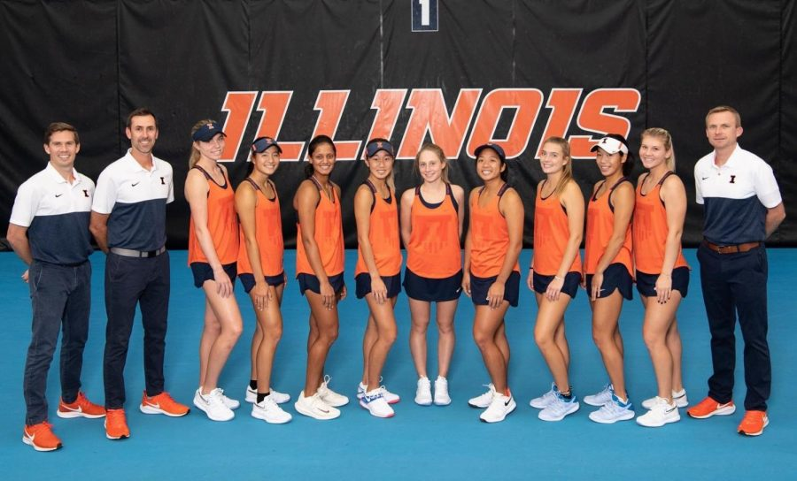 The+Fighting+Illini+Women%27s+Tennis+Team+smiles+for+a+photo+at+the+Atkins+Tennis+Center.